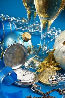 Weihnachtsdekoration und taschenuhren