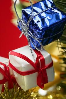 Weihnachtsdekoration, weihnachtsgeschenke, rot