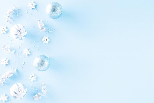Weihnachtsdekorationshintergrund auf blauem hintergrund