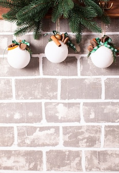 Weihnachtsduftkugeln aus natürlichen komponenten und gewürzen