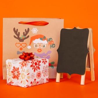 Weihnachtseinkaufskomposition mit brett