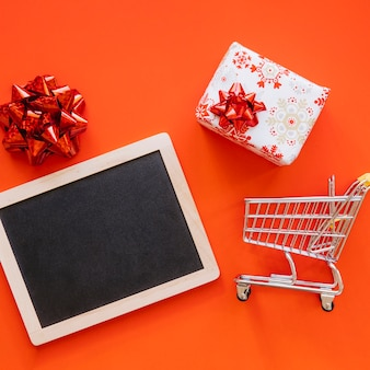 Weihnachtseinkaufskonzept mit schiefer