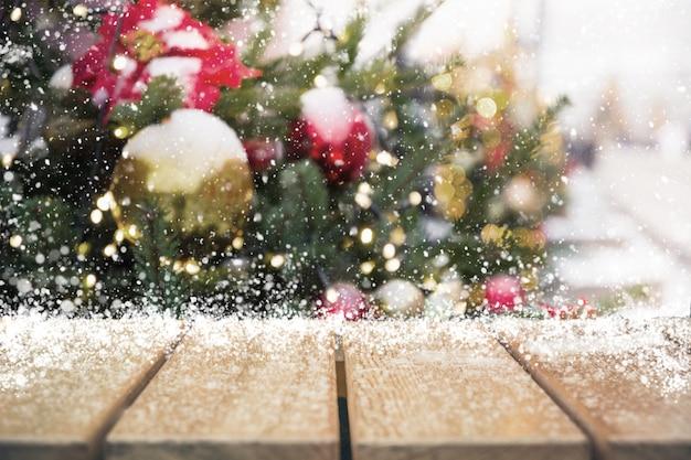 Weihnachtsfeiertag mit leerer tischplatte