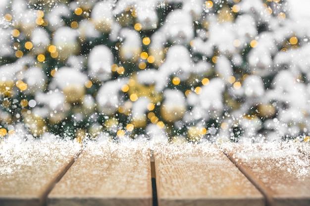 Weihnachtsfeiertagshintergrund mit leerer tischplatte