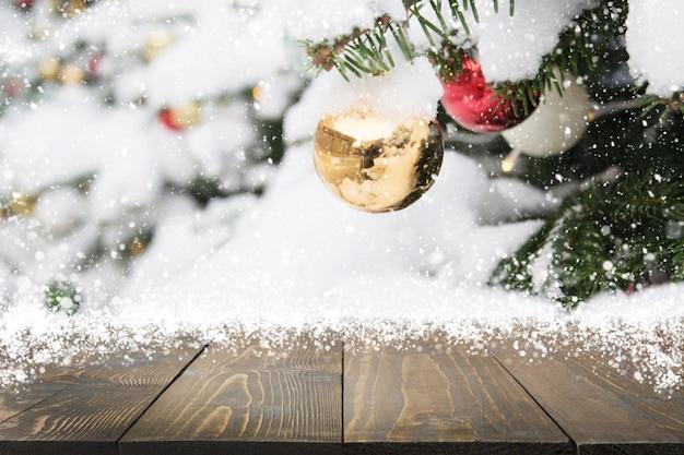 Weihnachtsfeiertagszusammensetzung mit leerer tischplatte