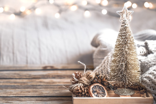 Weihnachtsfest dekor dekor stillleben auf holz hintergrund, konzept von zuhause komfort und urlaub