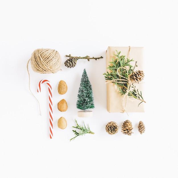 Weihnachtsflache lag, geschenke einwickelnd