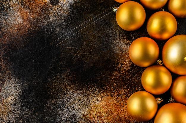 Weihnachtsflache lage, hintergrund des neuen jahres. goldflitter auf dunklem hintergrund.
