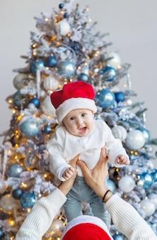 Weihnachtsfoto eines vaters mit einem baby