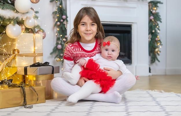 Weihnachtsfoto von kindern neujahr. selektiver fokus. urlaub.