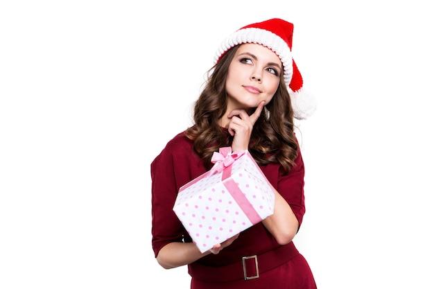 Weihnachtsfrau mit geschenkbox