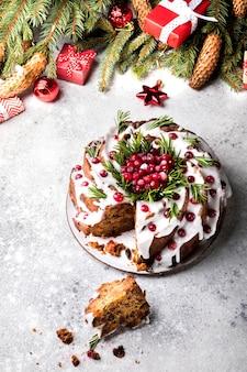 Weihnachtsfruchtkuchenpudding