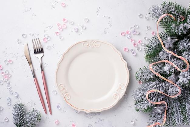 Weihnachtsgedeck und rosa dekor