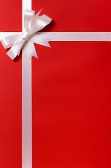 Weihnachtsgeschenk hintergrund mit weißer schleife