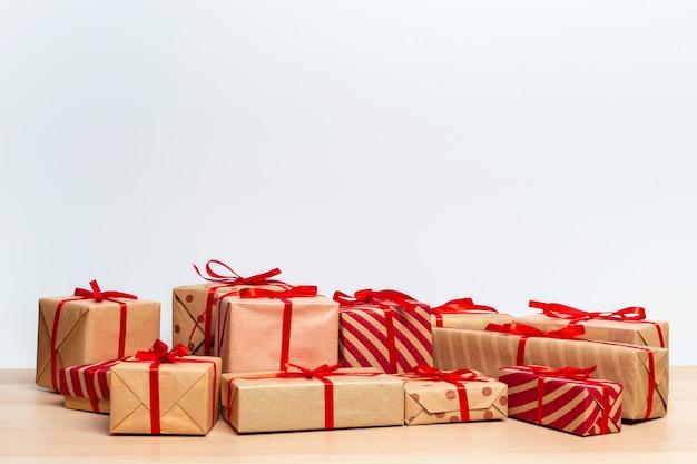 Weihnachtsgeschenkbox auf tablet