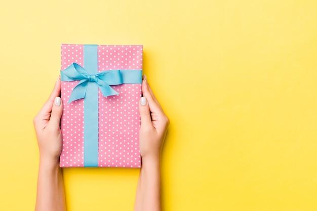 Weihnachtsgeschenkbox. frohes neues jahr-konzept.