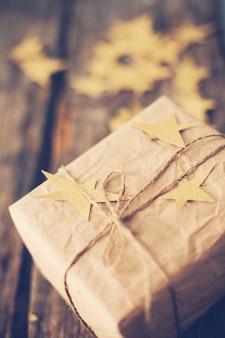 Weihnachtsgeschenkbox mit sternen
