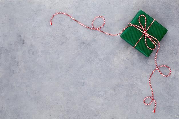 Weihnachtsgeschenkboxen auf pastellhintergrund