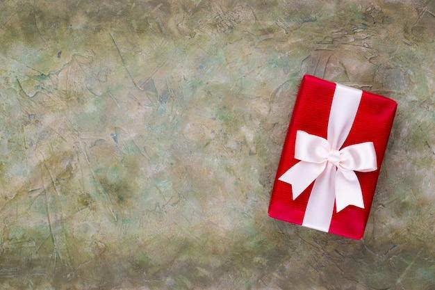 Weihnachtsgeschenkboxen auf pastellhintergrund.