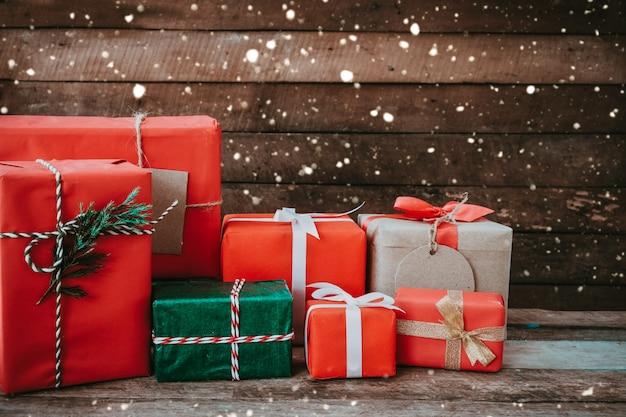 Weihnachtsgeschenkboxen für frohe weihnachten und neujahr.