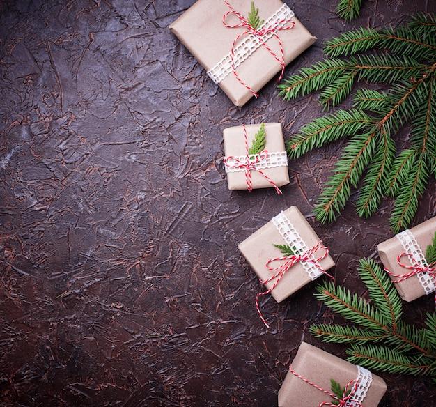 Weihnachtsgeschenkboxen in kraftpapier