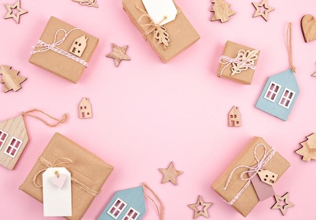 Weihnachtsgeschenke und dekoration in pastellfarben