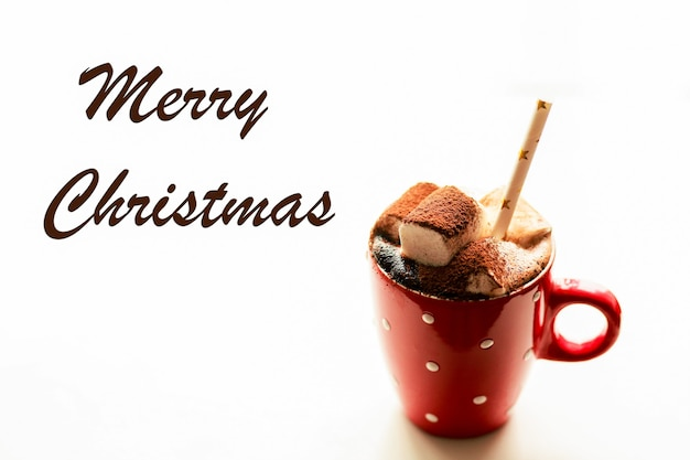 Weihnachtsgetränk mit marshmallows kakao für das neue jahr weihnachts- und neujahrskonzept heiß