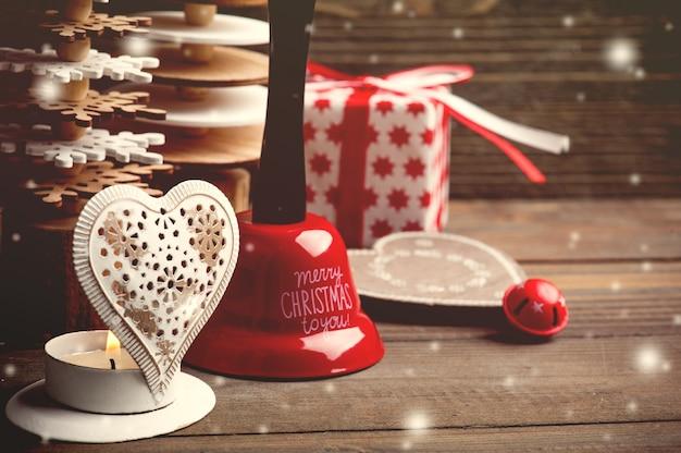 Weihnachtsglocke, kerze, tannen, spielzeug, rote geschenke