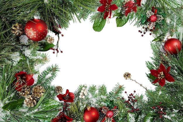 Weihnachtsgrün und ornamente