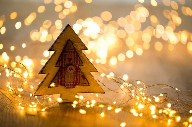 Weihnachtsgrußkarte. festliche dekoration auf bokeh-hintergrund. neujahrskonzept. speicherplatz kopieren. flach liegen. draufsicht.