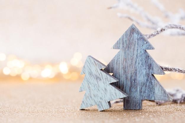 Weihnachtsgrußkarte. festliche dekoration auf bokex-silberhintergrund. neujahrskonzept. speicherplatz kopieren. flach liegen. draufsicht.