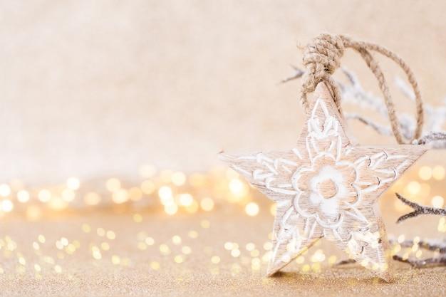 Weihnachtsgrußkarte. festliche dekoration auf bokex-silberhintergrund.