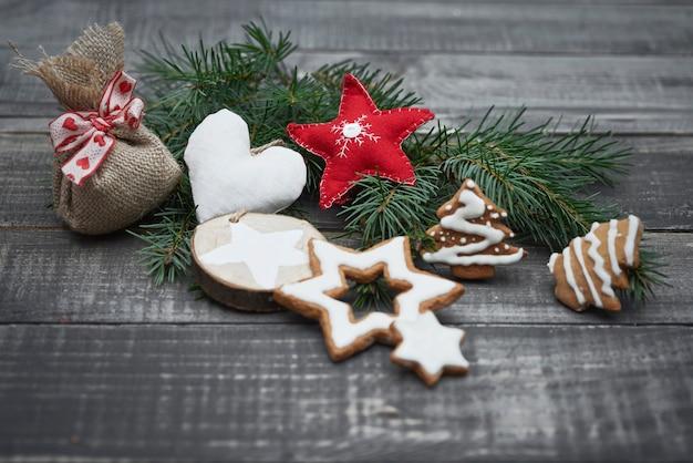Weihnachtshandwerk auf dem holz