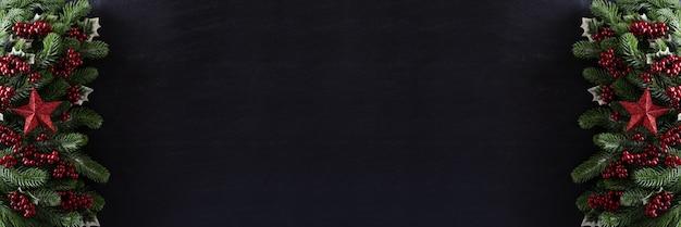Weihnachtshintergrund-dekorationskonzept auf schwarzem hintergrund