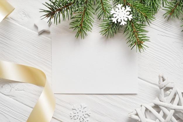 Weihnachtshintergrund für grußkartenblatt papier mit copyspace