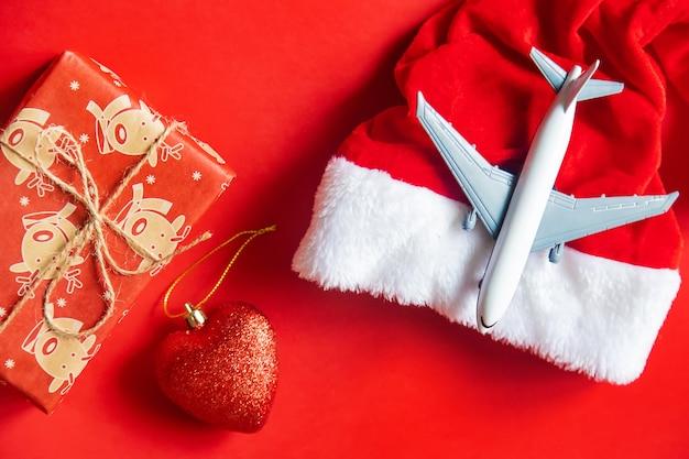 Weihnachtshintergrund im rot. reisen. selektiver fokus natur