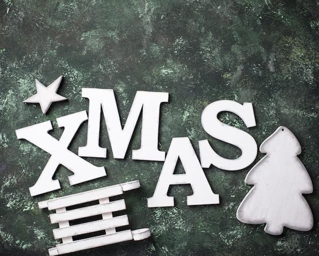 Weihnachtshintergrund mit buchstaben weihnachten