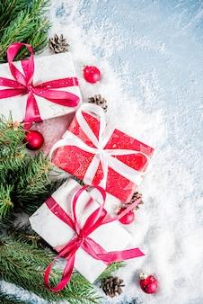 Weihnachtshintergrund mit geschenken