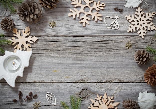 Weihnachtshintergrund mit holzdekoration