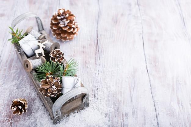 Weihnachtshintergrund mit holzkiste