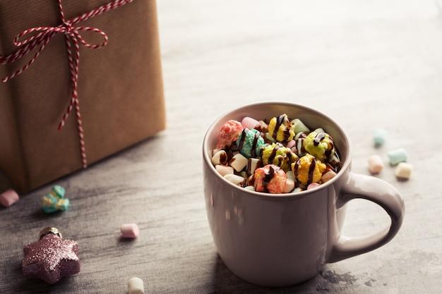 Weihnachtshintergrund mit kaffee