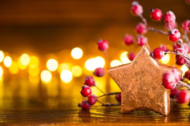 Weihnachtshintergrund mit lichtpunkten und bokeh.