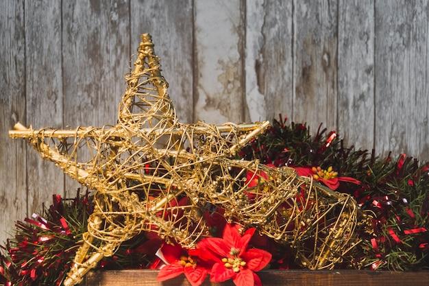Weihnachtshintergrund mit sterndekoration