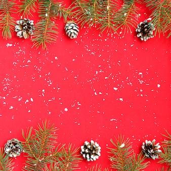 Weihnachtshintergrund mit weihnachtsbaum und schnee