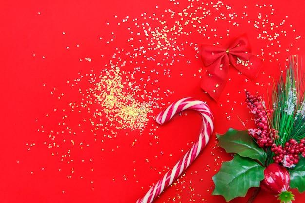 Weihnachtshintergrund mit weihnachtsdekor. frohe weihnachten-karte. thema winterurlaub. frohes neues jahr. schöne ferien.