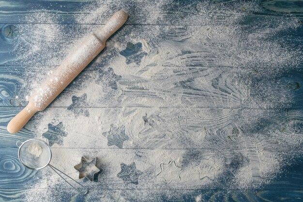 Weihnachtshintergrund mit zutaten in der küche