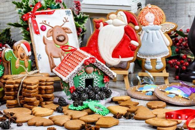 Weihnachtshonigkuchen mit zuckerguss