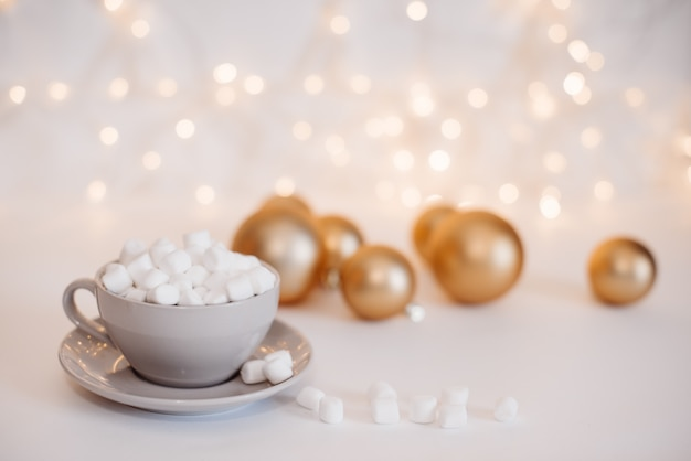 Weihnachtskaffee mit marshmallows.