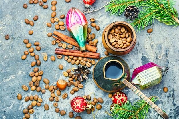 Weihnachtskaffee und spielzeug