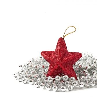 Weihnachtskarte mit einer roten glocke und tannenzweigen